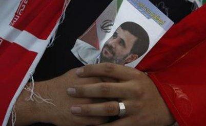 Portrait du président iranien Mahmoud Ahmadinejad, qui manifestement joue dans le subconscient israélien le rôle du grand croquemitaine... - Photo : Reuters