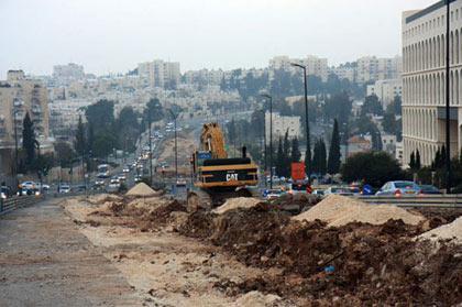 Février 2008, la construction du tramway colonial (photo Anne Paq/ActiveStills)